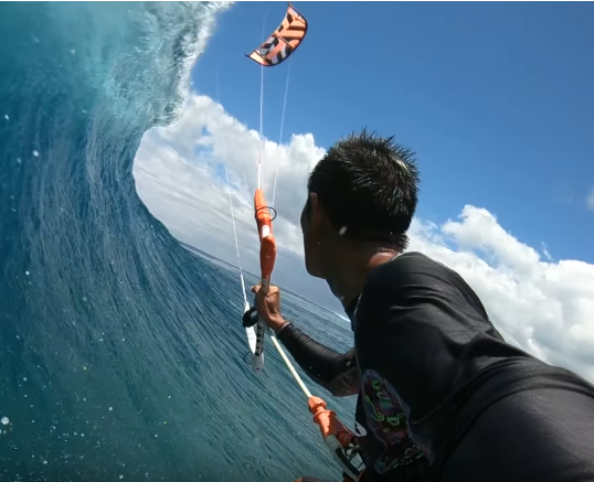 kitesurfing_mauritius_le_morne on a huge wave